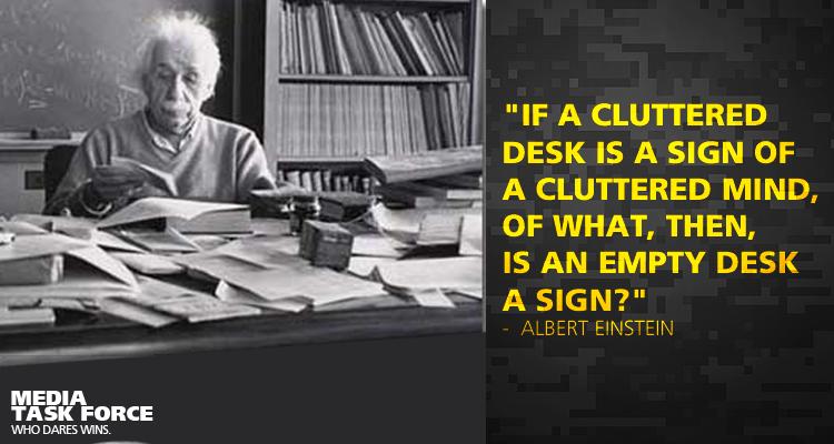 1-Albert Einstein-Schreibtisch-Zitat